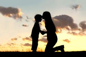 relation-mere-fils-enfant-femme-celibataire